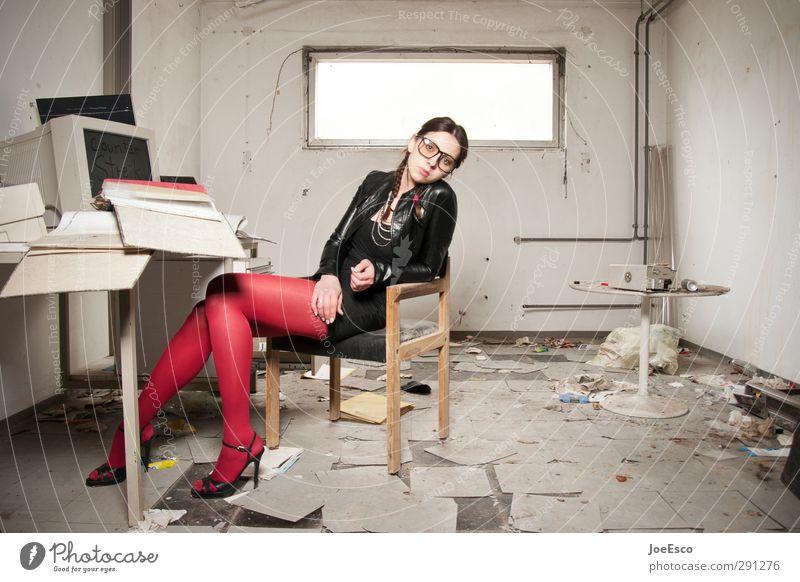 #226901 Stil Häusliches Leben Studium Student Arbeit & Erwerbstätigkeit Büroarbeit Arbeitsplatz Karriere Frau Erwachsene Mode Strumpfhose Brille beobachten
