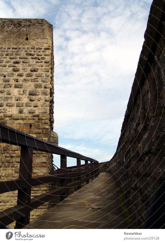 Roter Turm Wolken Mauer Architektur historisch Geländer Festung Chemnitz gestaltbar