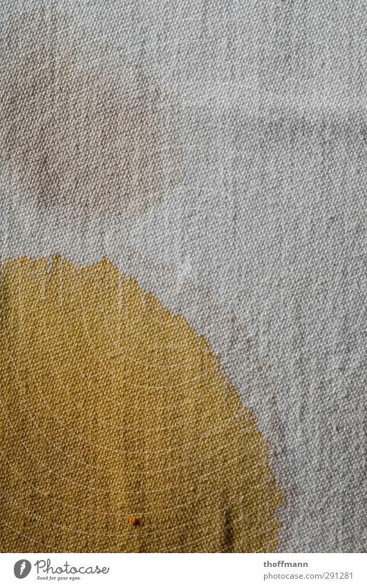 Farbtropfen Tee Teepflanze Stoff Farbstoff Wasser getrocknet Fleck Wasserfleck Tischwäsche Tuch Leinen Farbring Stockflecken Farbe dreckig Makroaufnahme