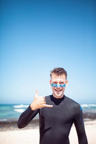 #A# Shaka Kunst ästhetisch Surfen Surfer Surfbrett Surfschule Sommer Sommerurlaub Meer Farbfoto mehrfarbig Außenaufnahme Nahaufnahme Detailaufnahme Experiment