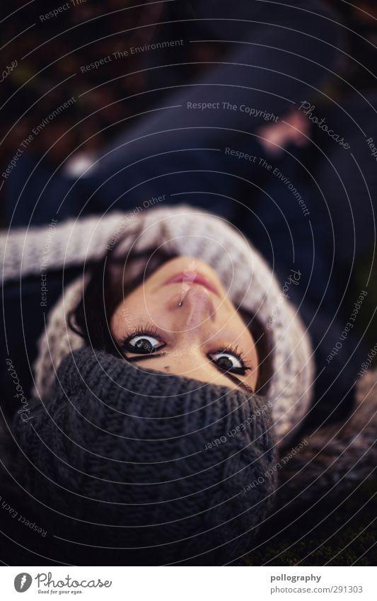 be smart (5) Mensch feminin Junge Frau Jugendliche Erwachsene Leben Gesicht 1 18-30 Jahre Herbst Baum Jacke Schal Mütze Gefühle Freude Glück Fröhlichkeit
