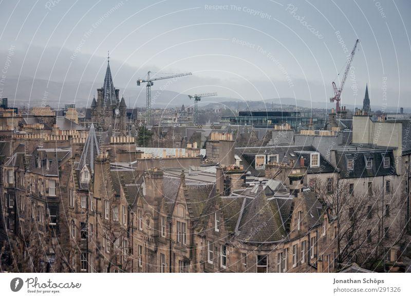 Edinburgh V Schottland Großbritannien Stadt Hauptstadt Hafenstadt Stadtzentrum Altstadt Skyline bevölkert Haus Kirche Gebäude Architektur überblicken Kran Hügel