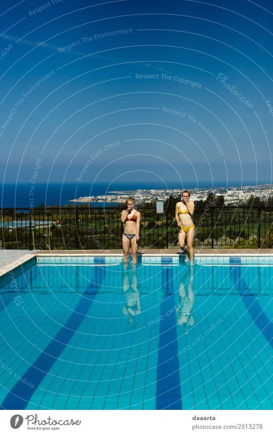 zusammenspringen Lifestyle elegant Stil Freude Leben harmonisch Schwimmbad Freizeit & Hobby Ferien & Urlaub & Reisen Tourismus Ausflug Abenteuer Freiheit