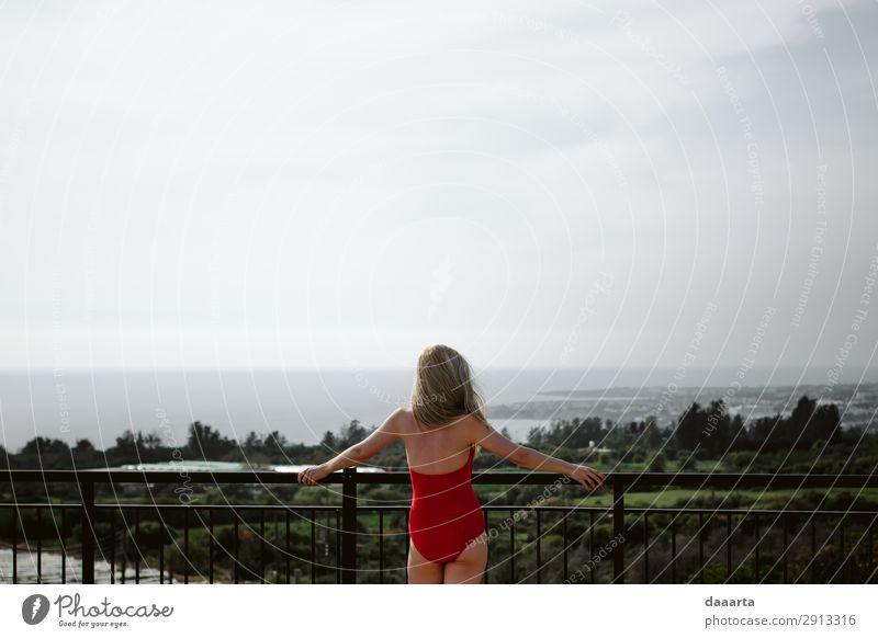 Ferien & Urlaub & Reisen Natur Jugendliche Junge Frau Sommer Landschaft Wolken Freude Erwachsene Leben feminin Küste Freiheit Stimmung Ausflug Freizeit & Hobby