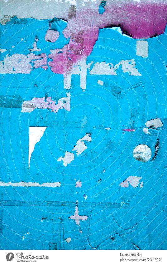 Schichtwechsel Renovieren Tapete Mauer Wand dreckig kalt Stadt blau grau rosa verlieren Wandel & Veränderung Zerstörung Rest Plakatwand Farbe Fetzen hell-blau