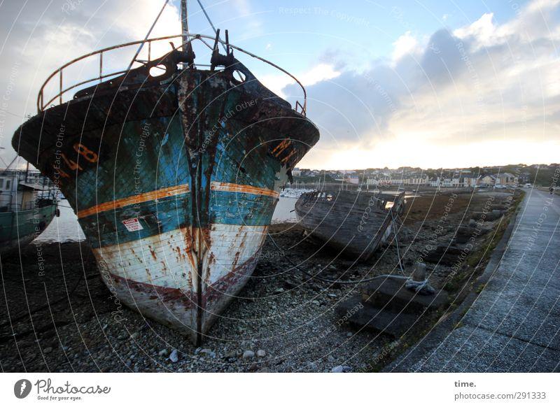 Pott-Wahl Himmel alt Wolken Senior Tod Stimmung kaputt Vergänglichkeit Hafen historisch Vergangenheit Verfall Schifffahrt Anlegestelle bizarr trashig