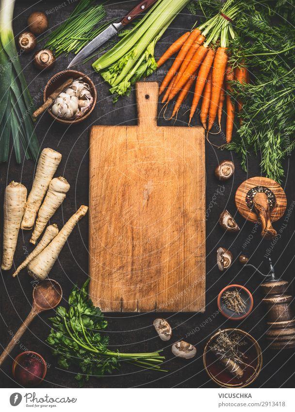 Lebensmittel Hintergrund mit Schneidebrett Gemüse Salat Salatbeilage Kräuter & Gewürze Öl Ernährung Bioprodukte Vegetarische Ernährung Diät Geschirr kaufen Stil