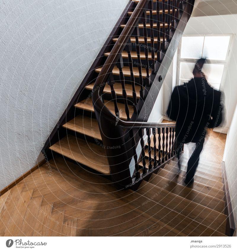 Leave Home maskulin 1 Mensch Altbau Treppenhaus Bewegung gehen Farbfoto Innenaufnahme Bewegungsunschärfe
