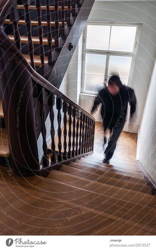 Autoschlüssel vergessen Mann Erwachsene 1 Mensch Treppe Treppenhaus rennen Geschwindigkeit Bewegung Stress Farbfoto Innenaufnahme Textfreiraum unten