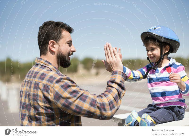 Hallo fünf mein Kind Lifestyle Glück Mensch Junge Mann Erwachsene Vater Familie & Verwandtschaft 2 3-8 Jahre Kindheit 30-45 Jahre Vollbart berühren Lächeln