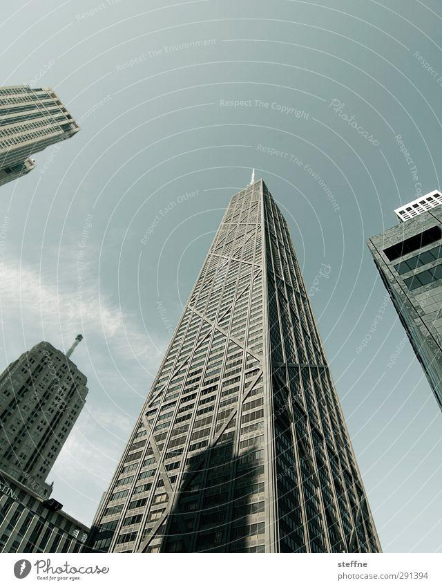 Sky is the Limit Stadt Fassade hoch Hochhaus Schönes Wetter USA Bauwerk Skyline Wolkenloser Himmel Stadtzentrum Chicago