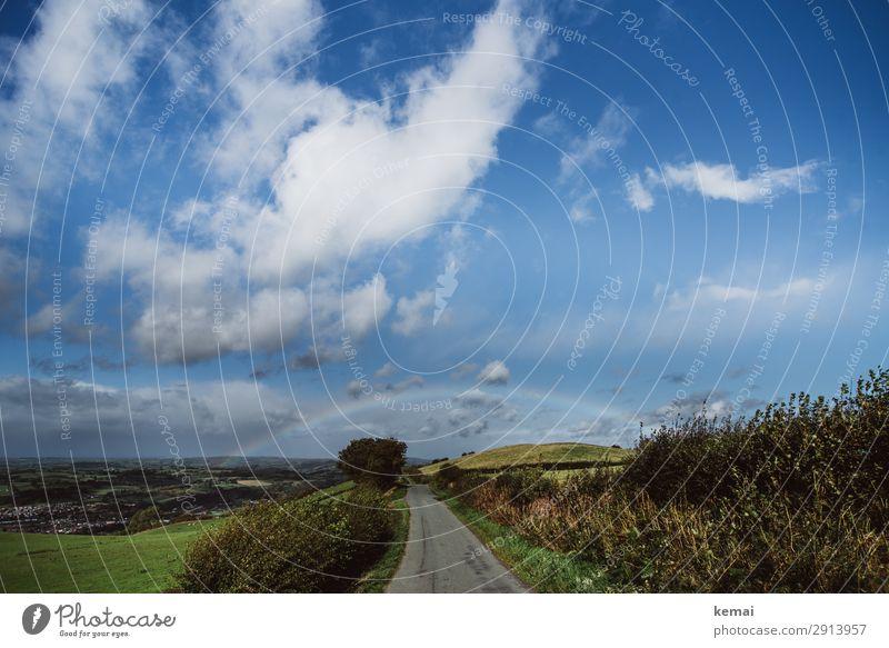 Der Regenbogen Himmel blau grün Landschaft Erholung Wolken ruhig Straße Freiheit Ausflug Zufriedenheit Freizeit & Hobby glänzend Idylle Abenteuer authentisch