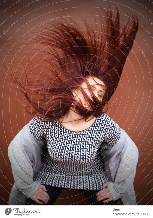 Vanessa Frau Mensch schön Freude Erwachsene Leben Wand feminin Gefühle Bewegung Mauer Haare & Frisuren elegant Kraft ästhetisch Kreativität
