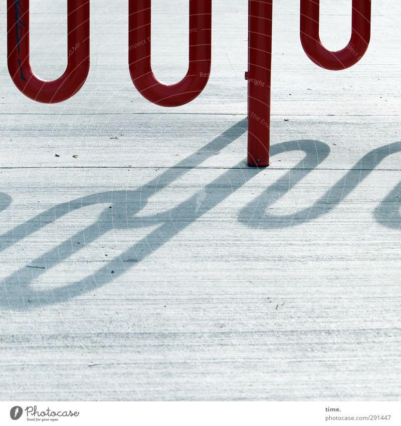 Störfaktor | Radspaßbremse Stadt rot Straße Wege & Pfade grau Metall Kunst Ordnung Beton planen Sicherheit Schutz Fahrradfahren Risiko Verkehrswege Grenze