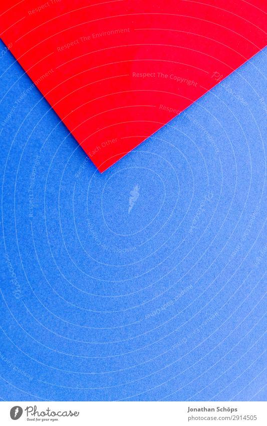 grafisches Hintergrundbild aus Buntpapier Basteln Papier leuchten einfach blau rot flach Geometrie graphisch grell Entwurf minimalistisch Karton Textfreiraum