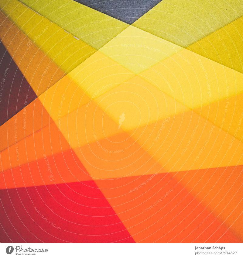 grafisches Hintergrundbild aus Buntpapier rot gelb Textfreiraum orange Papier einfach graphisch Doppelbelichtung Basteln Geometrie Entwurf Karton minimalistisch