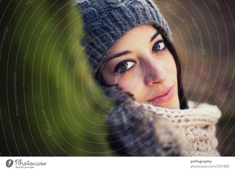 be smart (7) Mensch feminin Junge Frau Jugendliche Erwachsene Leben Kopf 1 18-30 Jahre Herbst Schönes Wetter Baum Wald Mode Schal Mütze Gefühle Stimmung Freude