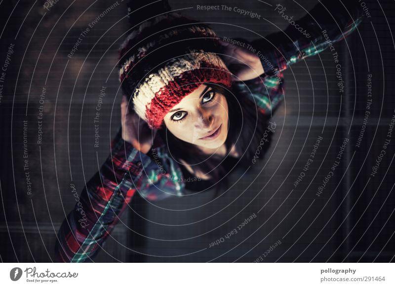 direct (7) Mensch feminin Junge Frau Jugendliche Erwachsene Leben Körper 1 18-30 Jahre Schönes Wetter Hemd Helm Haare & Frisuren schwarzhaarig Gefühle Stimmung