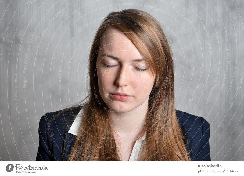 MP49 - Egal was du denkst, denk das Gegenteil. Mensch Frau Jugendliche schön ruhig Gesicht Erwachsene feminin 18-30 Jahre Denken Stil Business träumen natürlich
