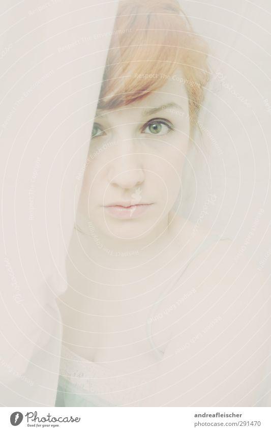 zartbesaitet. Mensch Jugendliche grün Einsamkeit Gesicht Erwachsene Junge Frau Auge feminin 18-30 Jahre warten ästhetisch weich Hoffnung Neugier