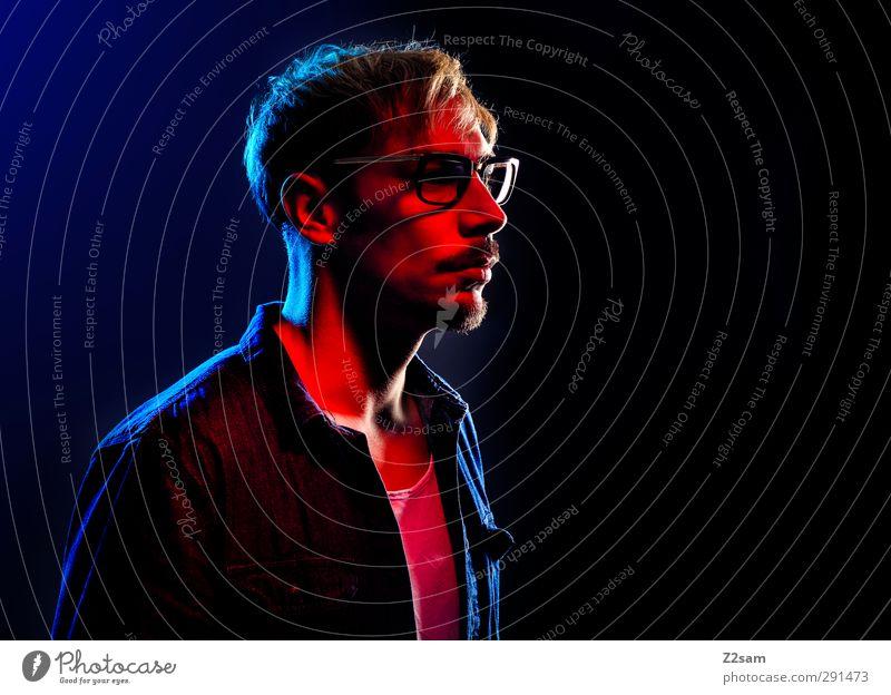 self Stil maskulin Junger Mann Jugendliche 1 Mensch 30-45 Jahre Erwachsene Hemd Jeansstoff Brille blond dunkel kalt Originalität trashig blau mehrfarbig rot