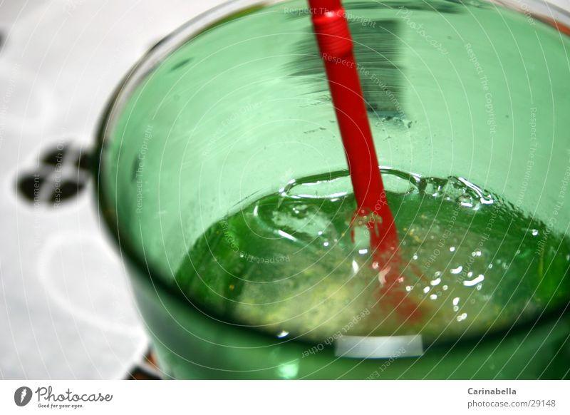 Caipirinha Getränk Limone grün rot Alkohol Glas Eis Strohalm