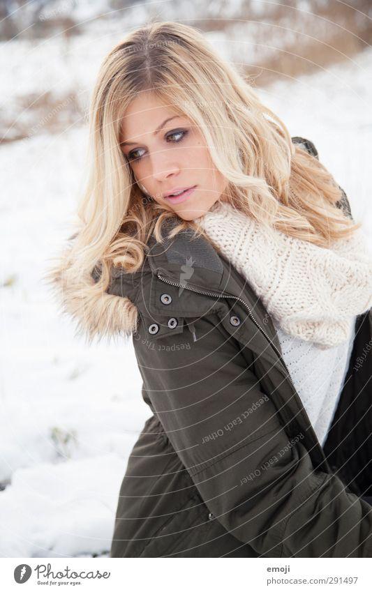 Portrait feminin Junge Frau Jugendliche 1 Mensch 18-30 Jahre Erwachsene Mantel blond schön Farbfoto Außenaufnahme Tag Porträt Oberkörper