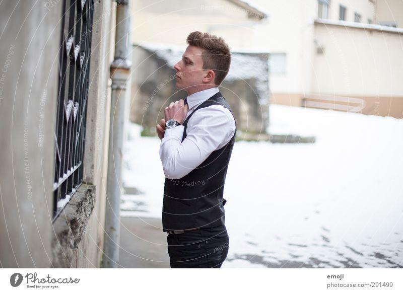 style Junger Mann Jugendliche 1 Mensch 18-30 Jahre Erwachsene Mode Anzug trendy eitel Farbfoto Gedeckte Farben Außenaufnahme Textfreiraum rechts Tag