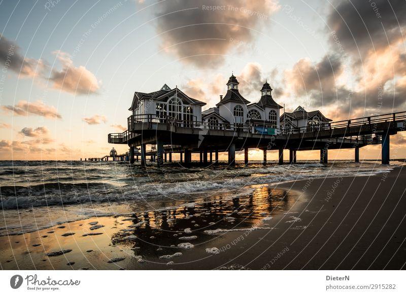Im Licht Himmel Wolken Sonne Sonnenaufgang Sonnenuntergang Wellen Küste Ostsee Meer Seebrücke Sehenswürdigkeit Wahrzeichen braun gelb schwarz weiß Sellin