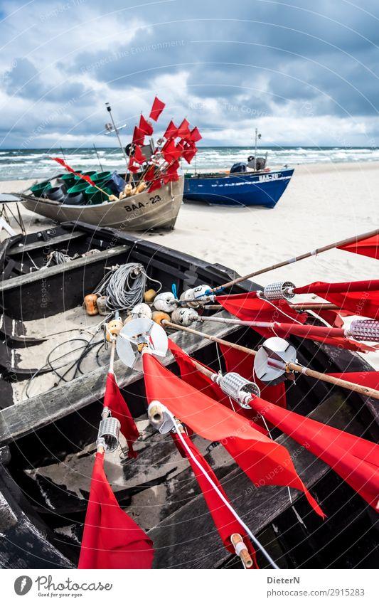 Auf dem Trockenen Boot Meer Ostsee Flagge Strand Rügen