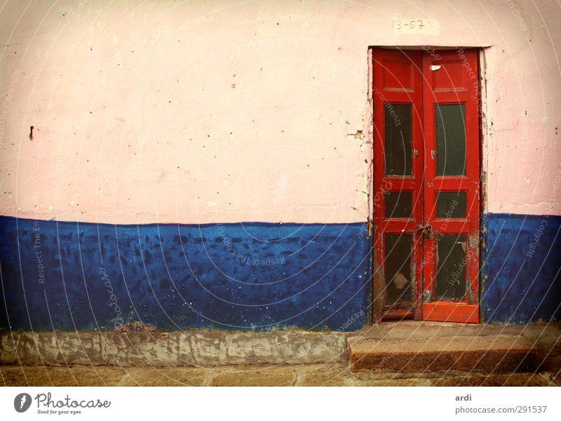 Villa de Leyva blau Ferien & Urlaub & Reisen alt rot Haus Ferne Wand Architektur Mauer Gebäude Tür Tourismus Häusliches Leben ästhetisch retro Kultur