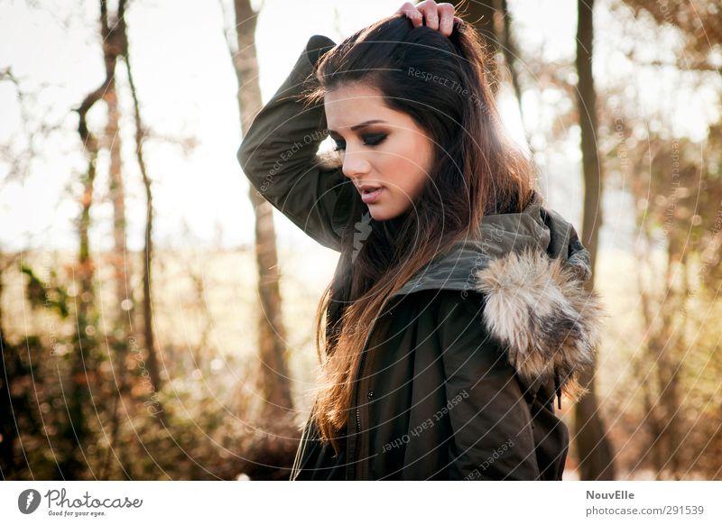Anything could happen. Mensch Junge Frau Jugendliche Erwachsene Leben 1 Natur Herbst Schönes Wetter Dürre Wald Mode Bekleidung Jacke Mantel Fell