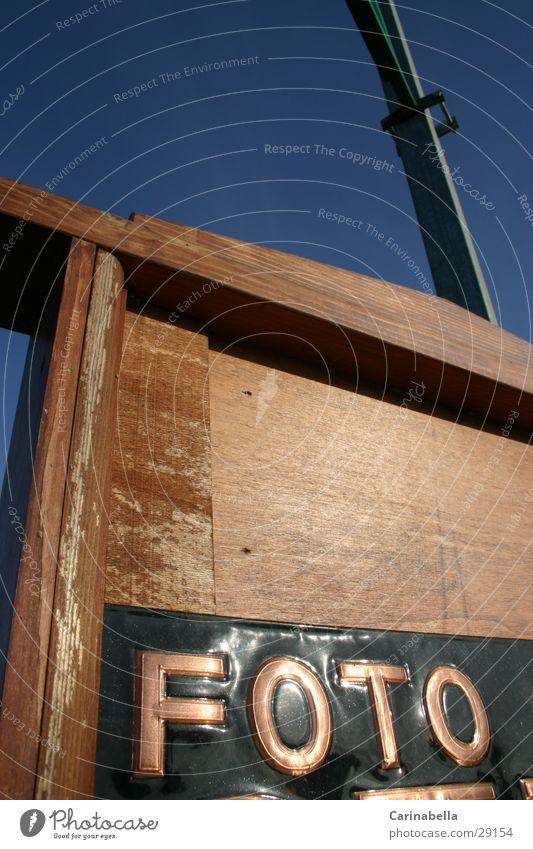 Foto Fotografie Plakat Holzwand obskur Schriftzeichen Schilder & Markierungen Bronce