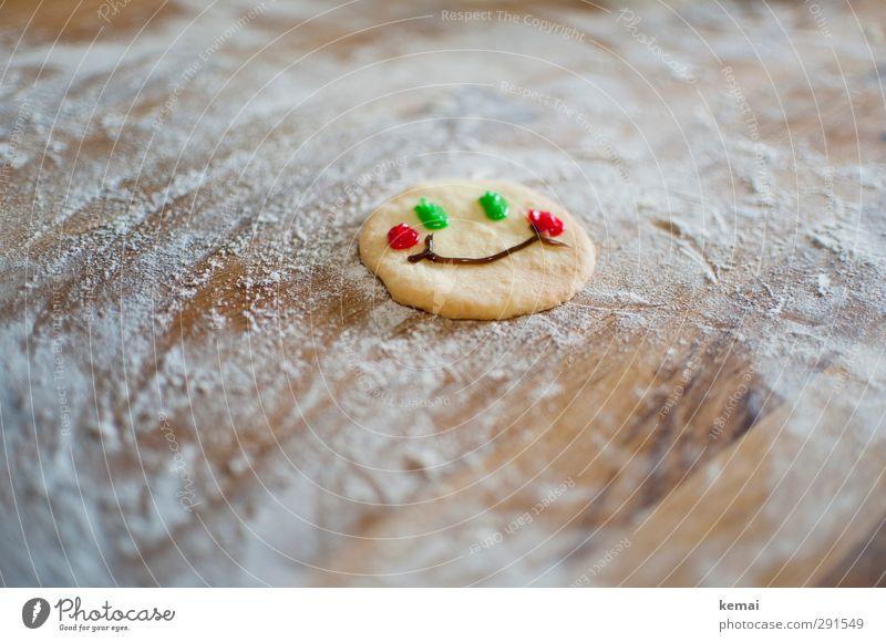 Glückskeks Lebensmittel Dessert Keks Ernährung Mehl Smiley Oberfläche Holz Lächeln lachen Freundlichkeit Fröhlichkeit grün rot Gesichtsausdruck Farbfoto