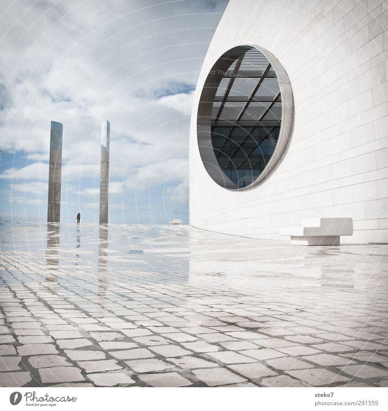 IIO Mensch blau Stadt weiß Architektur Fassade elegant modern Design Platz Zukunft rund Bauwerk gigantisch Lissabon