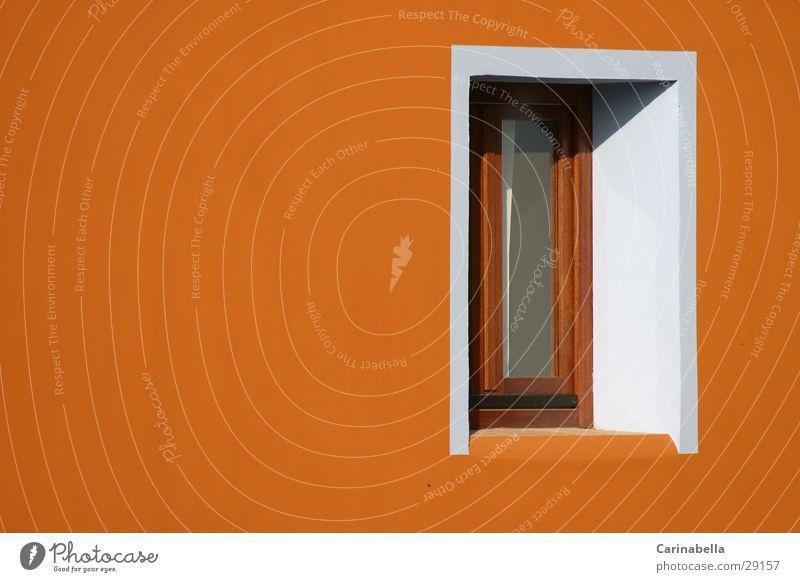 Fenster Sardinien Haus weiß Ocker Fassade Architektur