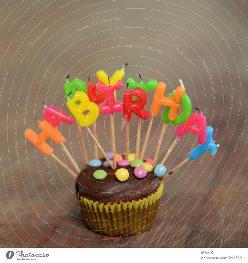 aus Lebensmittel Teigwaren Backwaren Kuchen Süßwaren Schokolade Ernährung Kaffeetrinken Feste & Feiern Geburtstag lecker saftig süß mehrfarbig Muffin