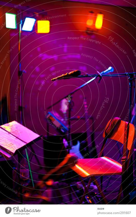 Live und in Farbe dunkel Feste & Feiern Beleuchtung Party Stimmung Musik Stuhl Disco Konzert Club Bühne Band Gerät Mikrofon Musiknoten Scheinwerfer