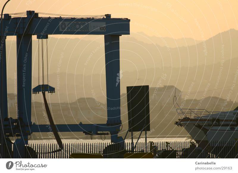 work Nebel Hafen Abenddämmerung Kran Sardinien Abendsonne Schiffswerft Umwelt Natur