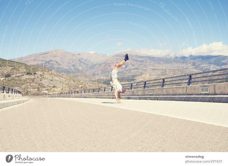 stage Ferien & Urlaub & Reisen Ausflug Sommer Sonne maskulin 1 Mensch Natur Landschaft Himmel Freude Willensstärke Brücke Straße Asphalt Brückengeländer