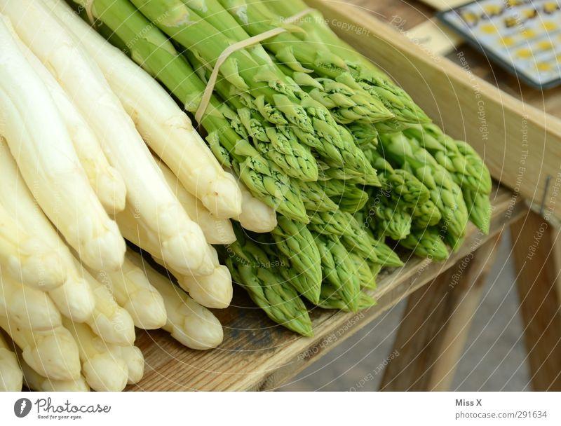 Frühling Gesundheit Lebensmittel frisch Ernährung Gemüse lecker Bioprodukte Diät Vegetarische Ernährung Spargel Wochenmarkt Gemüsemarkt Spargelbund Spargelzeit Spargelspitze