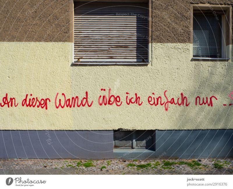 Übung macht den Meister rot Fenster Graffiti Wärme Wand Stil Mauer außergewöhnlich braun Fassade Stimmung Schriftzeichen Fröhlichkeit Kreativität einzigartig