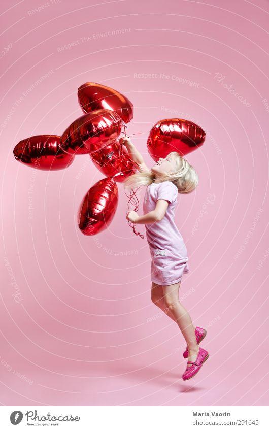 Luftikuss Glück Valentinstag Muttertag feminin Kind Mädchen Kindheit 1 Mensch 3-8 Jahre Kleid blond langhaarig Luftballon Herz Bewegung fliegen Lächeln springen