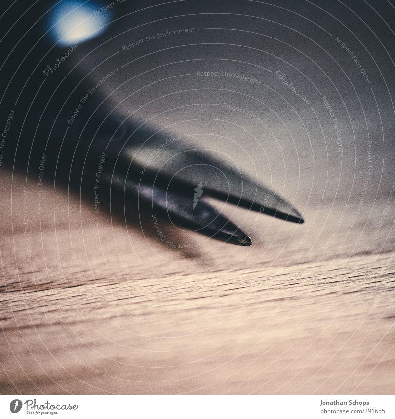 gefährliche Gegenstände I Schere Wut Feindseligkeit Verbitterung Rache Aggression Gewalt Makroaufnahme Nagelschere Werkzeug Spitze Scharfer Gegenstand verletzen
