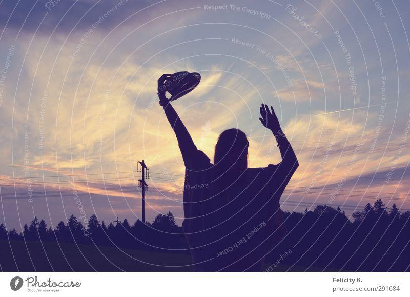 You are free feminin Frau Erwachsene Hand 1 Mensch 18-30 Jahre Jugendliche Hut Tanzen Fröhlichkeit blau violett weiß Gefühle Stimmung Zufriedenheit Lebensfreude