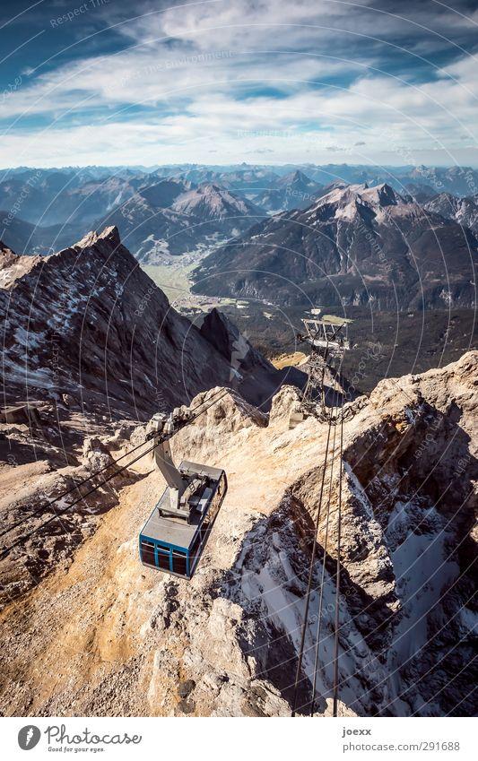 Talfahrt Himmel blau weiß Sommer Wolken Landschaft schwarz Ferne Berge u. Gebirge Bewegung oben Stein braun Felsen Horizont hoch