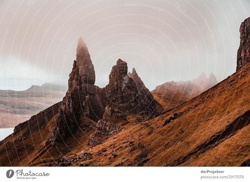 Old Man of Storr im Nebel auf Isle of Skye X Ausflug Tourismus Abenteuer Ferien & Urlaub & Reisen Berge u. Gebirge wandern Umwelt Ferne Natur Freiheit Nordsee