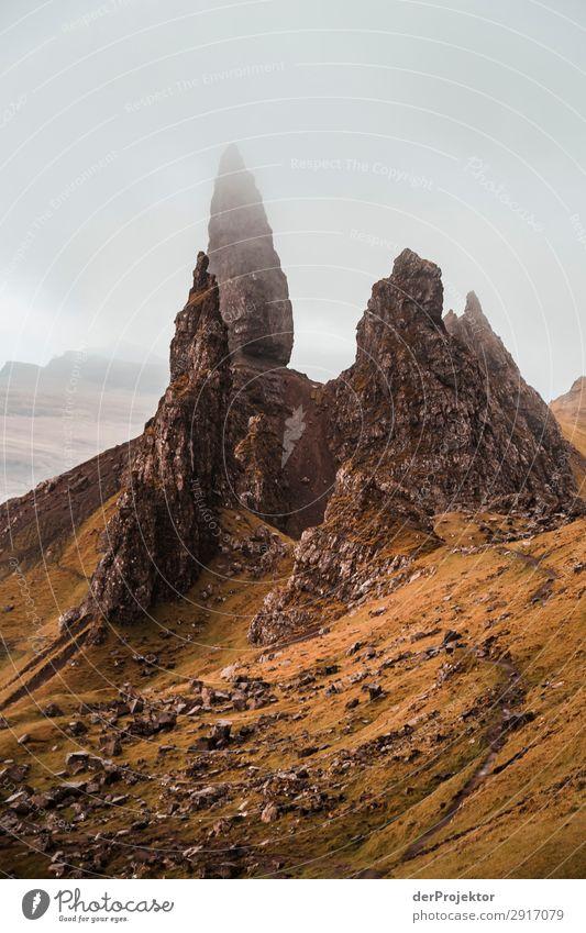 Old Man of Storr im Nebel auf Isle of Skye IX Ausflug Tourismus Abenteuer Ferien & Urlaub & Reisen Berge u. Gebirge wandern Umwelt Ferne Natur Freiheit Nordsee
