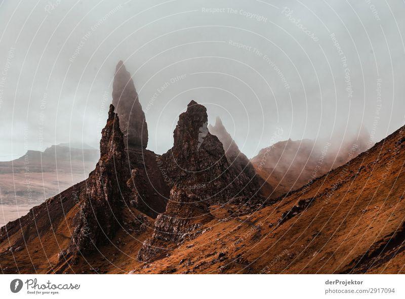 Old Man of Storr im Nebel auf Isle of Skye VII Ausflug Tourismus Abenteuer Ferien & Urlaub & Reisen Berge u. Gebirge wandern Umwelt Ferne Natur Freiheit Nordsee