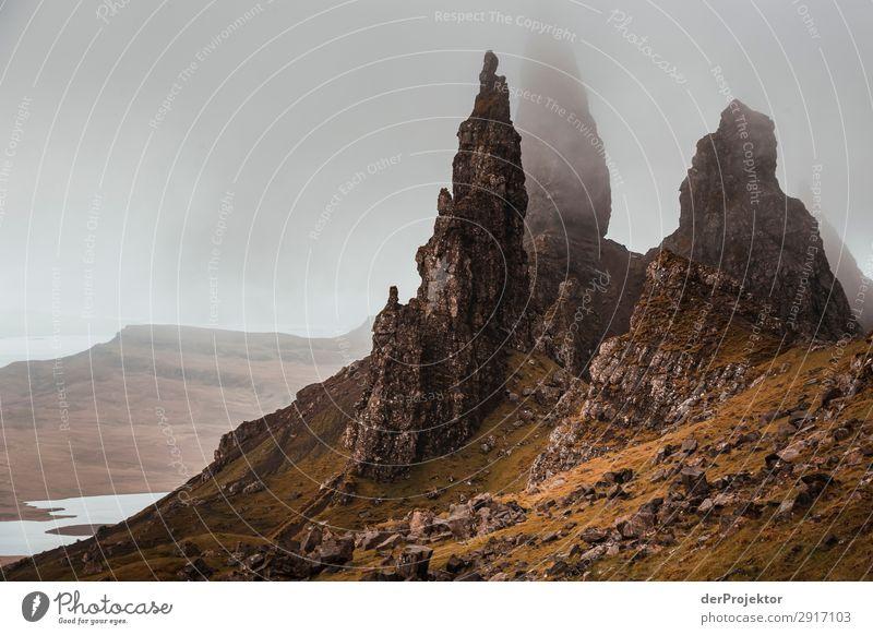 Old Man of Storr im Nebel auf Isle of Skye V Ausflug Tourismus Abenteuer Ferien & Urlaub & Reisen Berge u. Gebirge wandern Umwelt Ferne Natur Freiheit Nordsee